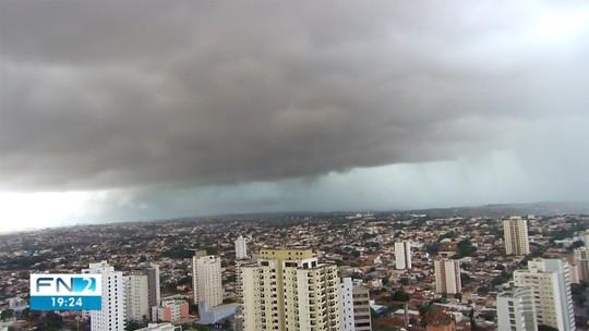 Temporal provoca alagamentos, quedas de árvores e rompimentos da rede elétrica no Oeste Paulista