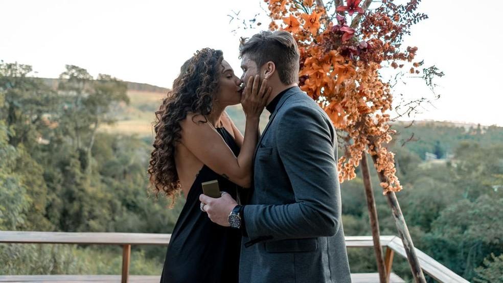 Breno Simões pede Paula Amorim em casamento — Foto: Divulgação
