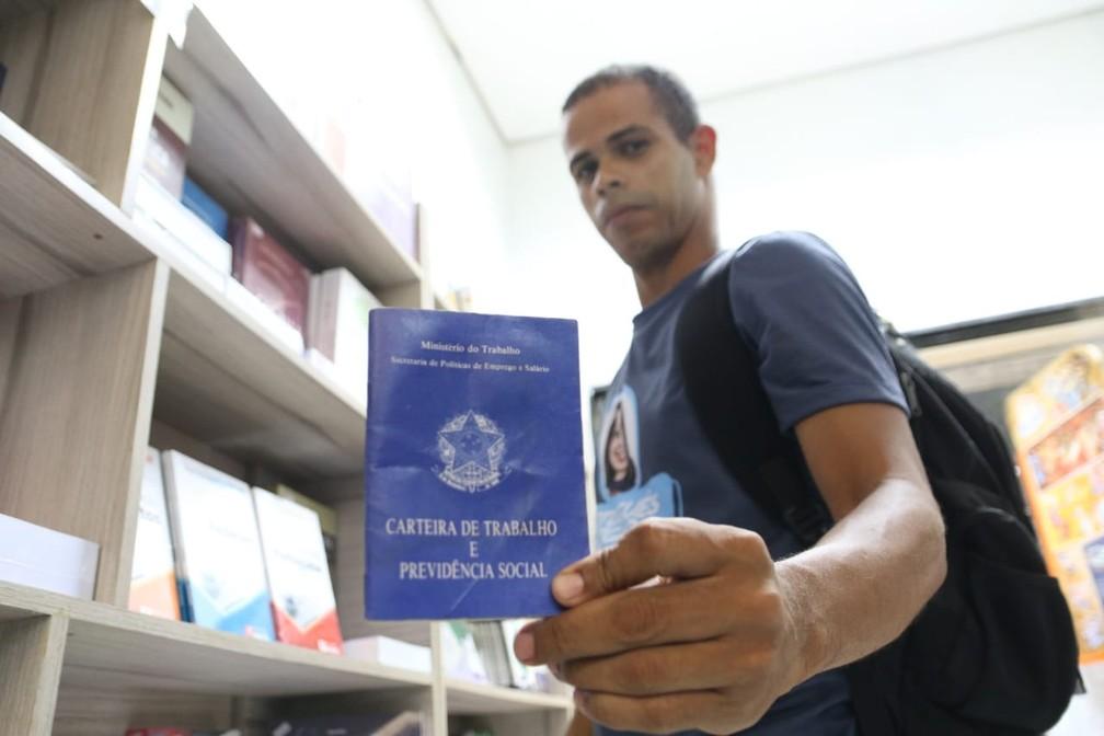 Jonas deixou emprego para estudar — Foto: Aldo Carneiro/Pernambuco Press