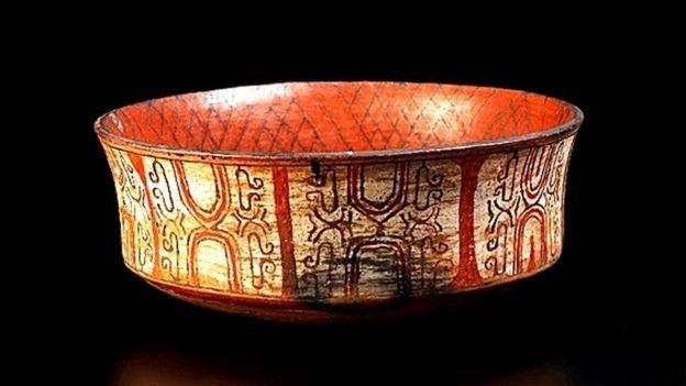 Peça de cerâmica Kadiwéu, do Mato Grosso do Sul, era uma das peças que estavam no Museu Nacional antes do incêndio (Foto: DIVULGAÇÃO/MUSEU NACIONAL)