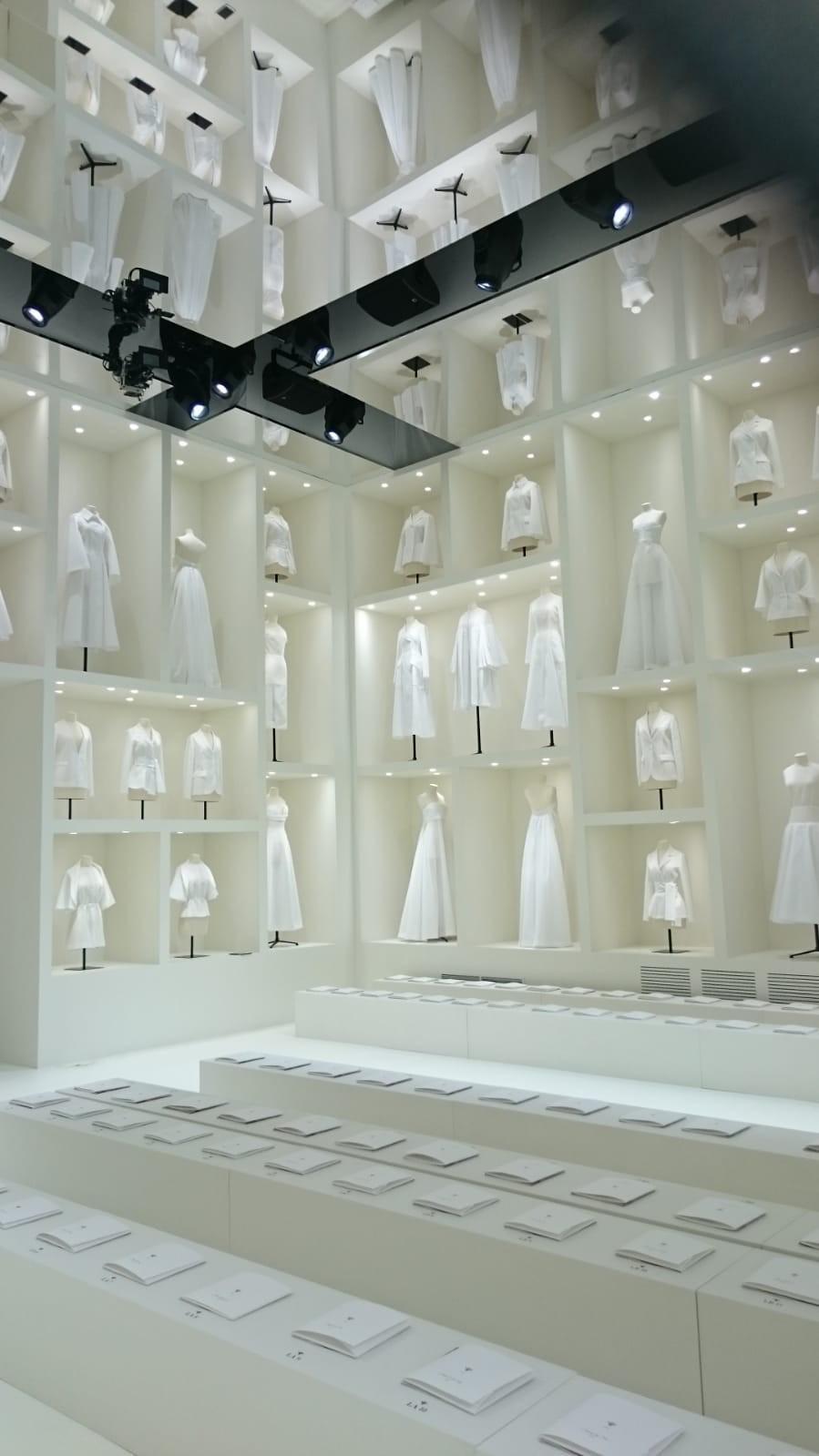O cenário do desfile de alta-costura da Dior (Foto: Antonio Barros)