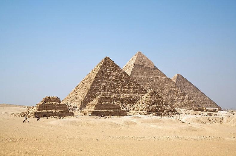 Não foram escravos judeus que as construíram (Foto: Wikimedia Commons)