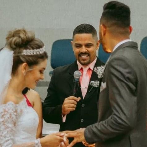 Ademir Zanyor celebrando um casamento (Foto: Reprodução)