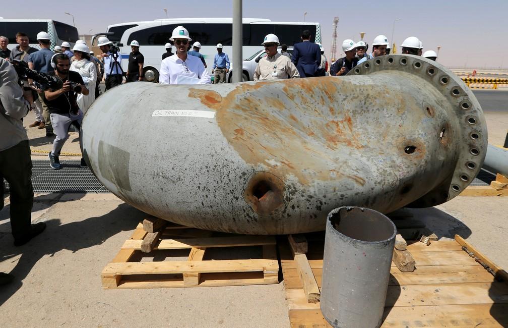 Oleoduto ficou danificado em ataque na instalação de petróleo da Aramco em Khurais, na Arábia Saudita — Foto: Hamad l Mohammed/ Reuters