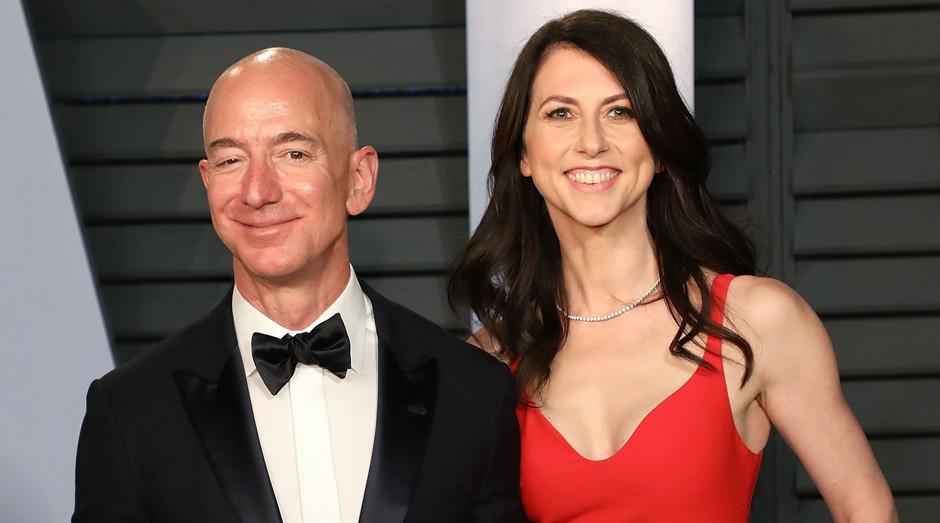 """Jeff Bezos e MacKenzie: divórcio rendeu """"racha"""" nas ações da Amazon (Foto: Getty Images)"""