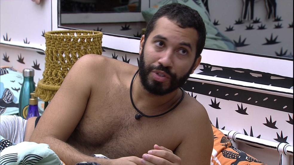 Gilberto conta para brothers uma cena que viu de Juliette no BBB21 e afirma: 'Tenho muito medo de julgar' — Foto: Globo