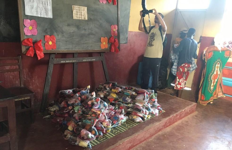 Agência da Saúde das Nações realiza a entrega dos brinquedos na África  (Foto: Arquivo Pessoal)