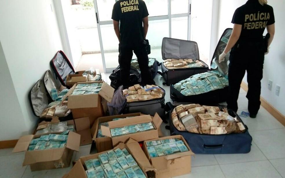 Dinheiro apreendido em apartamento atribuído a Geddel Vieira Lima (Foto: Polícia Federal)