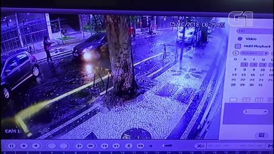Dupla armada rouba carro e dá coronhada em motorista em Laranjeiras, na Zona Sul do Rio; vídeo