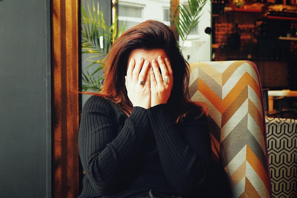 Apesar de estar relacionado a fatores negativos, o choro pode ser muito benéfico — Foto: Reprodução/Unsplash