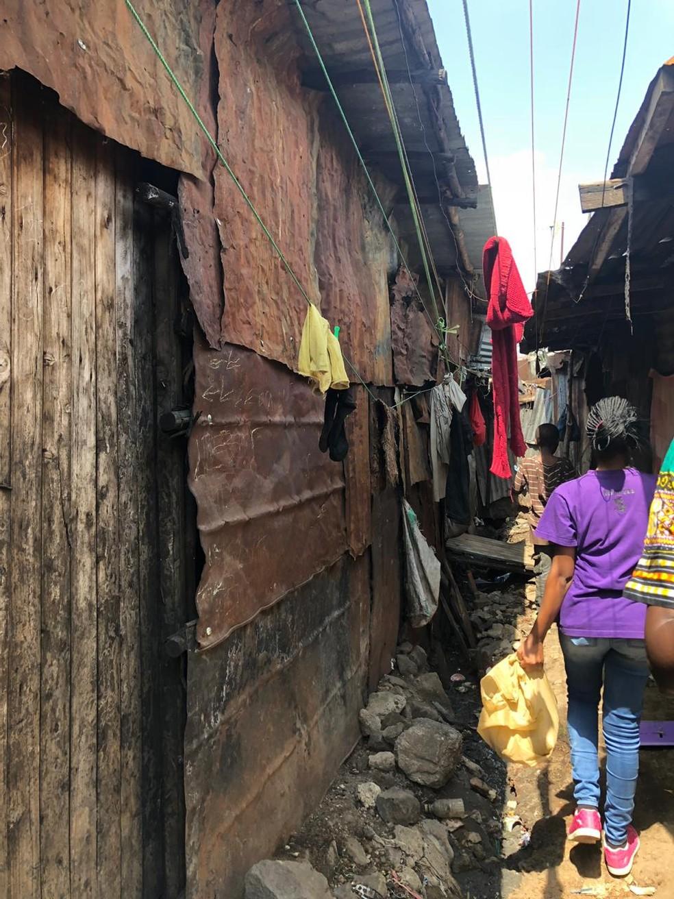 Favela em que Larissa passou 50 dias não tem água e tratamento de esgoto — Foto: Arquivo pessoal