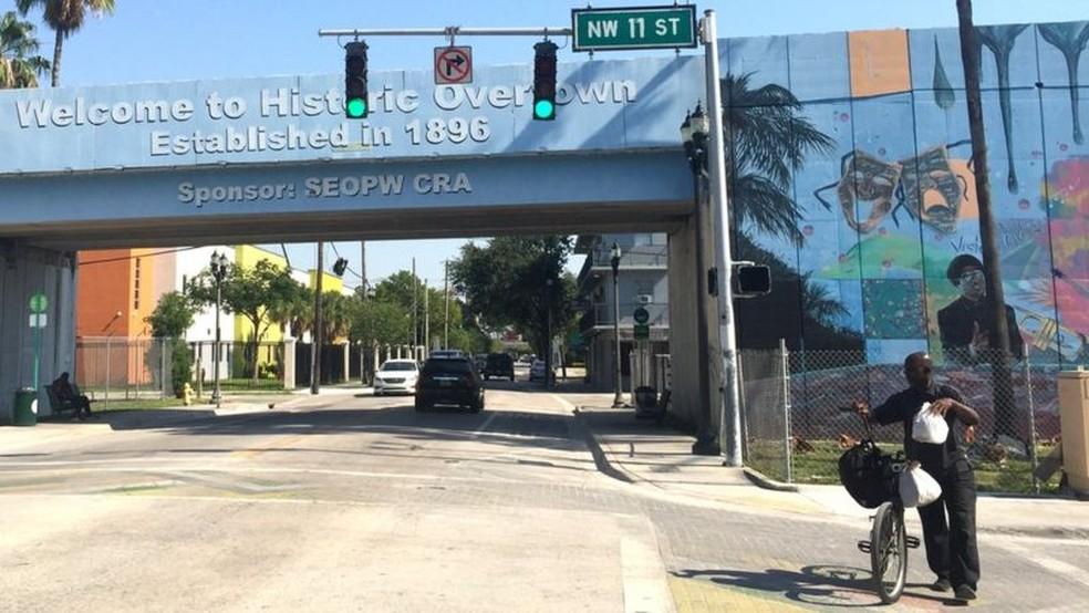 Bairro de Overtown está localizado a poucas quadras de região luxuosa de Miami — Foto: AFP