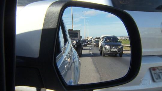 Motoristas enfrentam trânsito intenso na BR-381, saída de BH para Vitória