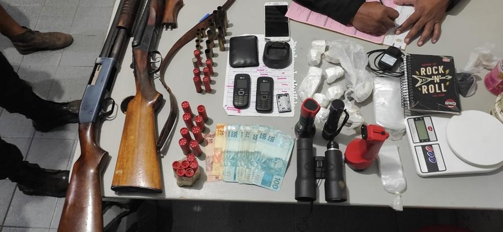Operação policial prende 11 pessoas suspeitas de homicídio e comércio ilegal de drogas, na Paraíba — Foto: Divulgação/Polívia Civil