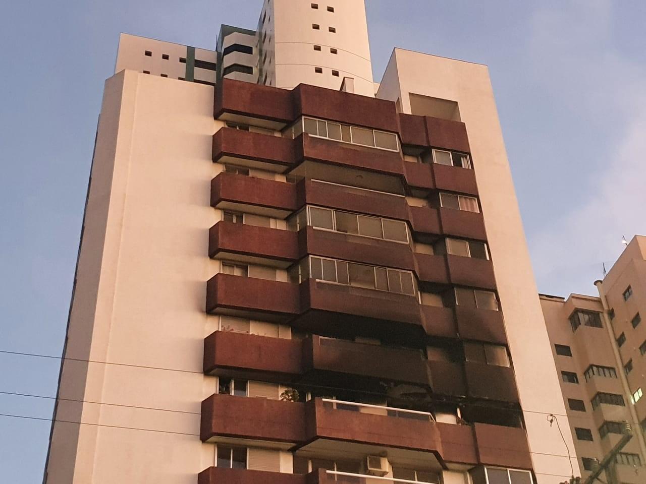 Apartamento pega fogo no bairro Água Verde, em Curitiba