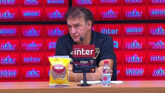 Cuca diz que não tem o que reclamar de empate e explica saída de Pato no intervalo