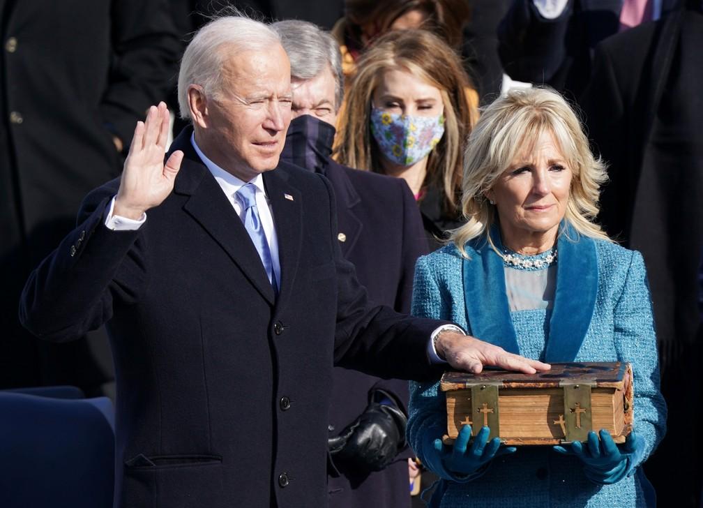 Joe Biden toma posse como 46º Presidente dos Estados Unidos na Frente Oeste do Capitólio dos EUA, em Washington, nesta quarta (20)  — Foto: Kevin Lamarque/Reuters