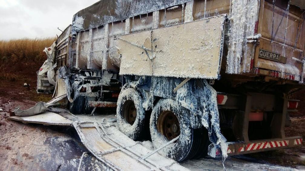 Carretas colidiram na SP-421, em Rancharia (Foto: James Ribeiro/Guarda Municipal)