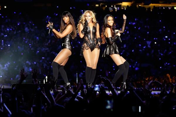 Reencontro de Beyoncé com as demais integrantes do Destiny's Child,  em 2013 (Foto: Getty Images)