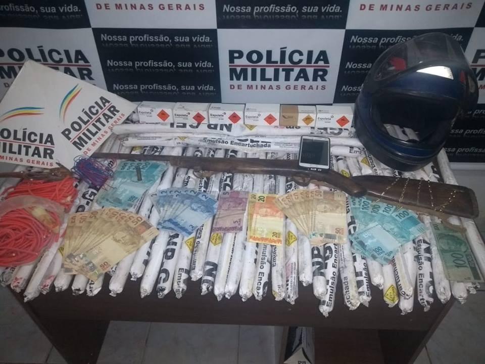 Polícia apreende 45 bananas de dinamite em Virgem da Lapa  - Noticias