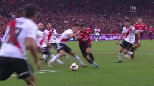 """Jornalista elogia Athletico-PR em duelo contra o River Plate: """"Foi sempre superior"""""""