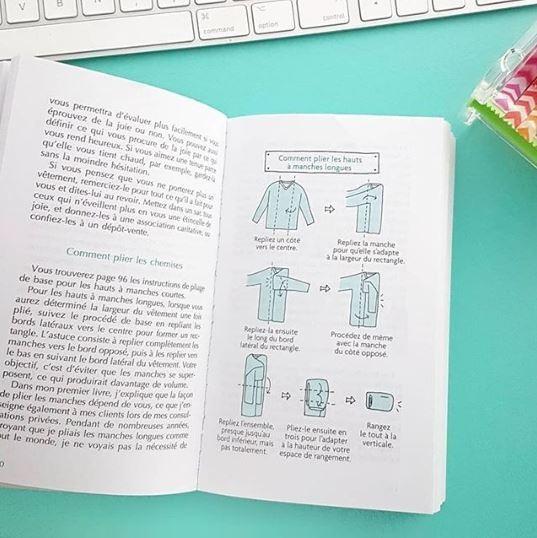 Transformar as roupas em pequenos retângulos é parte importante do processo KonMarie. O diagrama ganha peso ao ocupar uma página inteira de seus livros (Foto: Instagram/Reprodução)