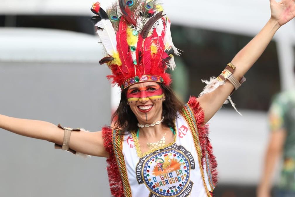 'Índia' curte o carnaval no Galo da Madrugada, no Recife — Foto: Aldo Carneiro/Pernambuco Press