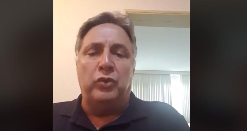 Garotinho se pronunciou em transmissão ao vivo pelas redes sociais — Foto: Reprodução/Facebook