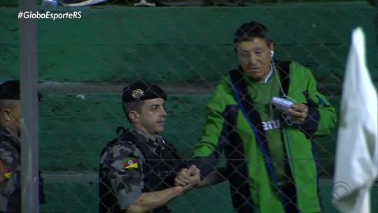 Volante do Botafogo relata insulto racista de torcedor, e Juventude emite nota de repúdio