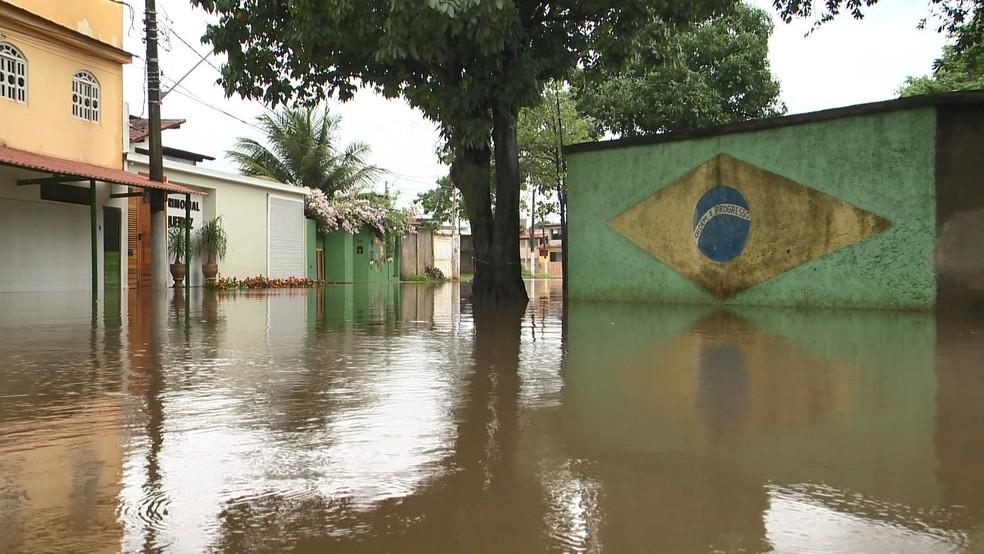 Alagamento em Vila Velha, no Espírito Santo — Foto: Roberto Pratti/ TV Gazeta
