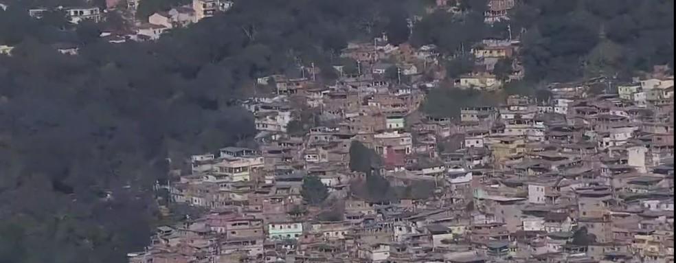 Logo cedo, moradores do Borel relataram a troca de tiros por meio de publicações em redes sociais. — Foto: Reprodução/TV Globo