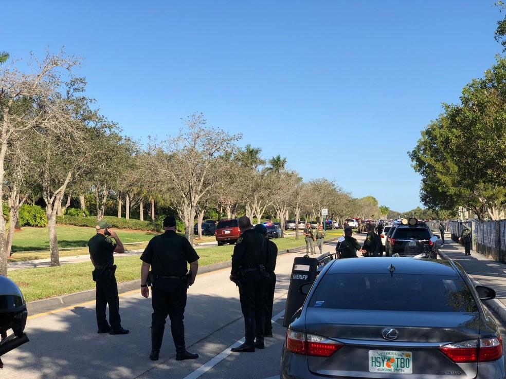 Movimentação em frente à escola onde estava o atirador, em Parkland, Flórida (Foto: Luiz Carvalho/Arquivo Pessoal)
