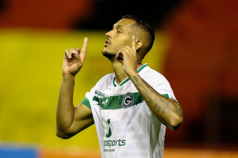 David Duarte volta a jogar após 14 meses em Sport x Goiás — Foto: Marlon Costa/Pernambuco Press