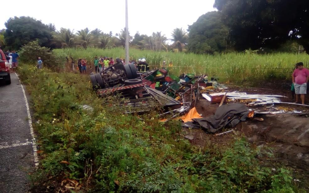 Dois morrem e seis ficam feridos após acidente com caminhão na BA-290, no sul da Bahia — Foto: Divulgação/PRE