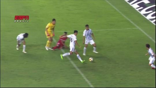 Fernandinho força gol contra bizarro, e Oscar acerta chute sem ângulo na China