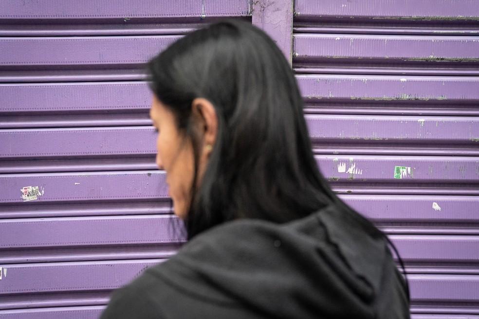 Mulher trans relata castigos e preconceitos que sofreu no presídio masculino em que cumpriu pena, em São Paulo.  — Foto: Fábio Tito/G1