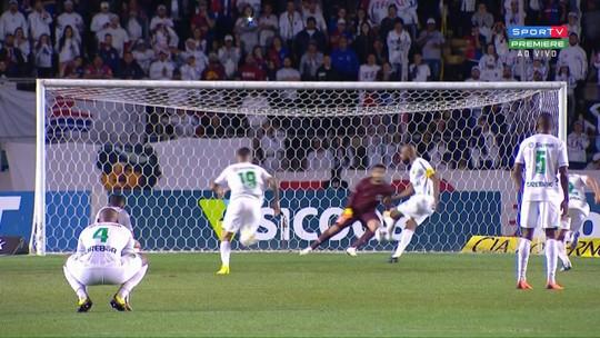 Liderança e boas defesas: Thiago Rodrigues se destaca no gol do Paraná pela Série B