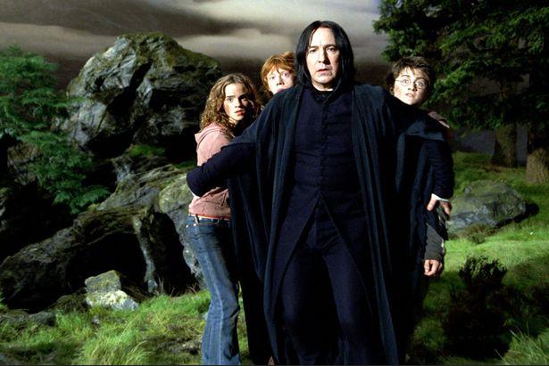 O ator Alan Rickman (1946-2016) em cena da franquia Harry Potter (Foto: Reprodução)