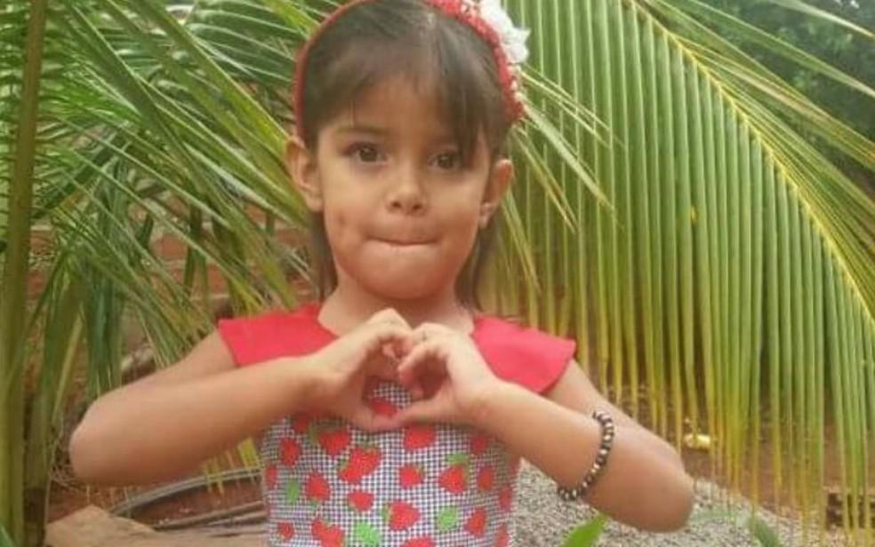 Júlia Martins Rodrigues morreu após ser baleada dentro de casa (Foto: Reprodução/TV Anhanguera)
