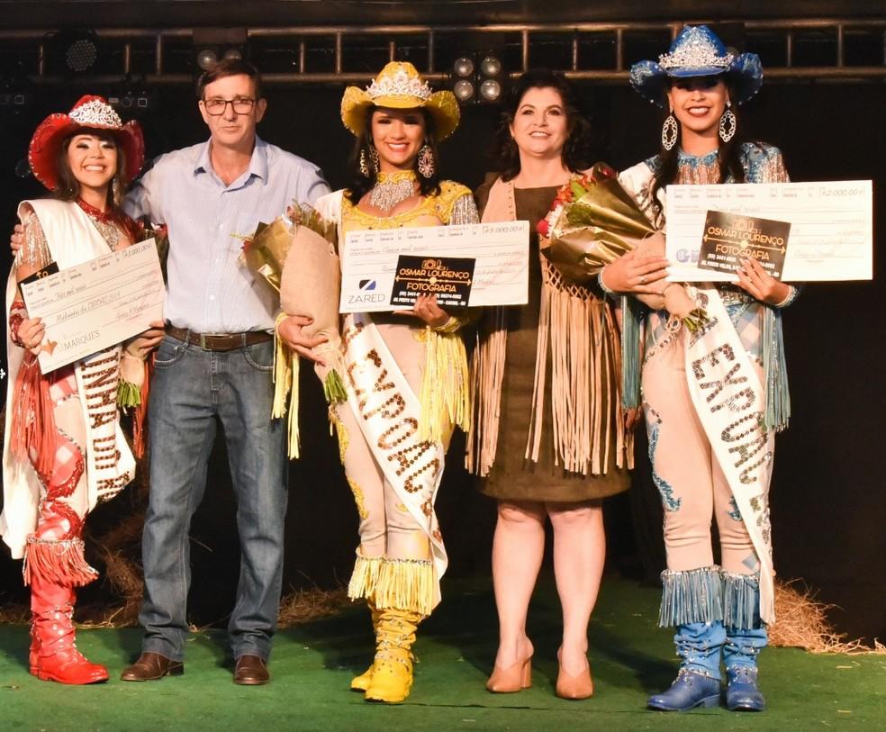 Madrinha, rainha e princesa da Expoac foram escolhidas em concurso — Foto: Magda Oliveira/G1
