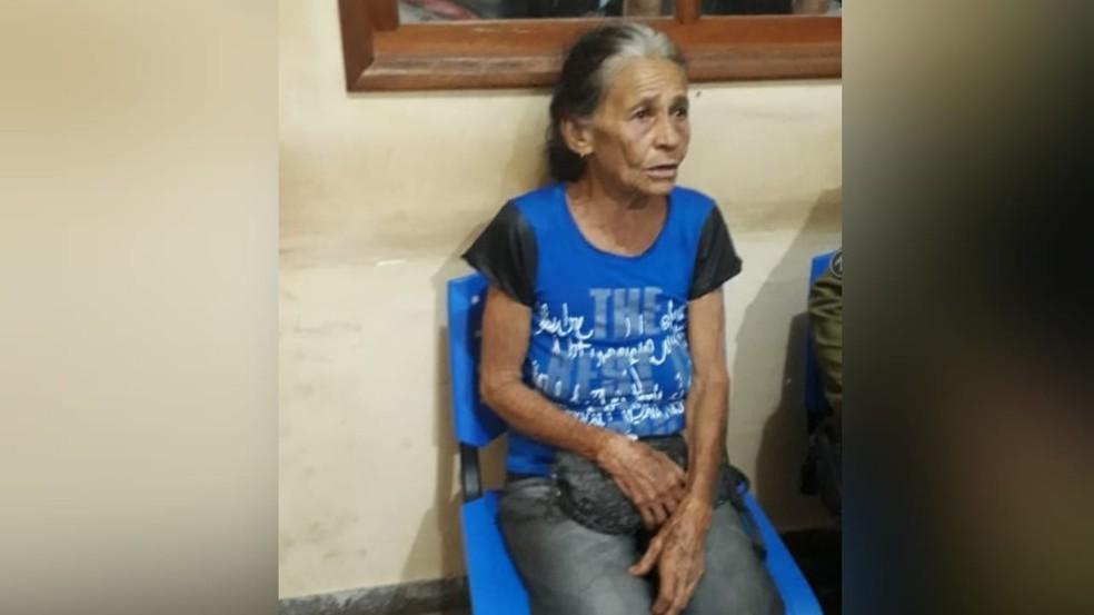 A mãe do suspeito, Maria Barroso Braga, será ouvida pelas autoridades policiais — Foto: Bena Santana/94 FM