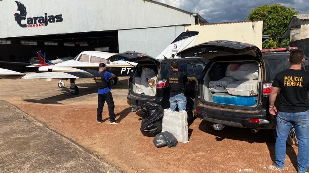 Durante a vistoria da aeronave foram encontrados 495,300 kg de Cannabis Sativa L. — Foto: Reprodução/Polícia Federal do Pará