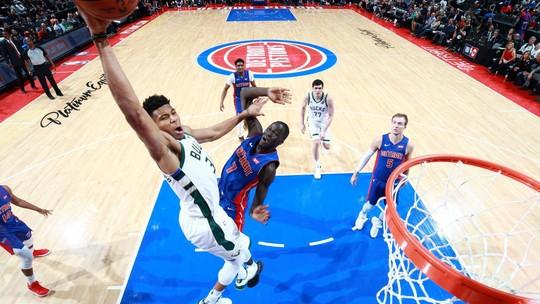 "Noite da NBA tem Griffin fanfarrão, Mitchell ""voando"" e Antetokounmpo à la Jordan"