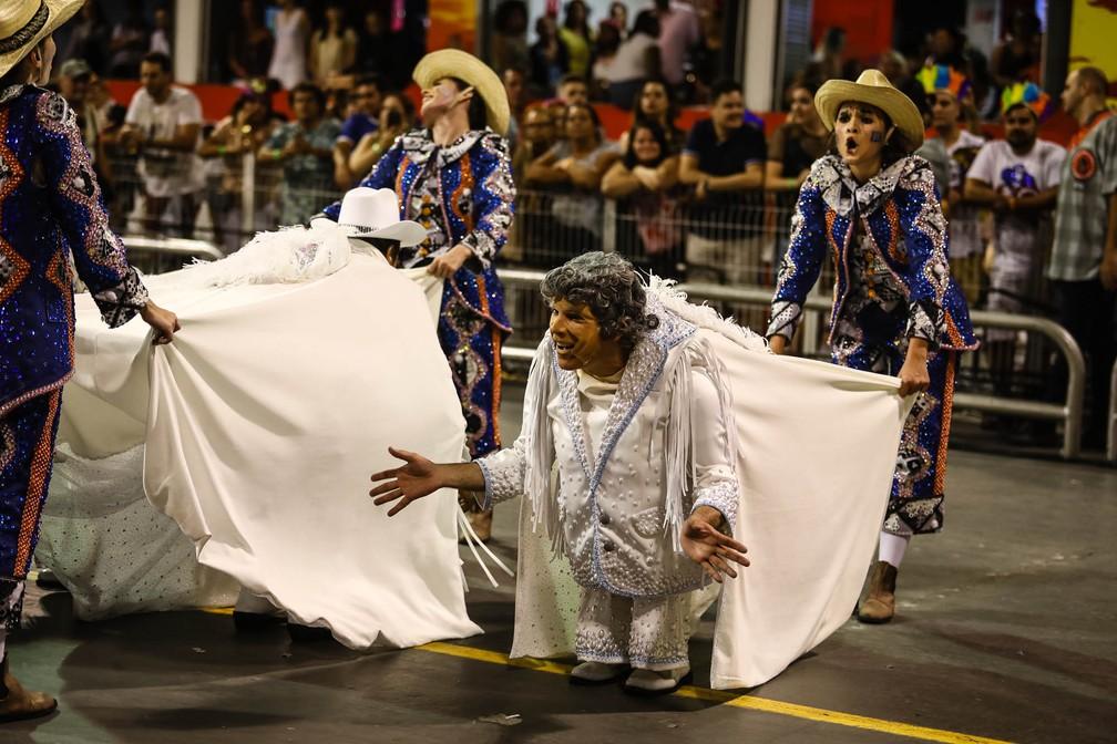 """Comissão de frente da Dragões da Real, chamada """"Sem música a vida não faria sentido"""" (Foto: Fábio Tito/G1)"""