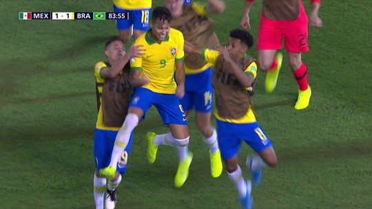 À espera de mais chances, Kaio Jorge volta ao Santos nesta terça após brilhar no Mundial Sub-17