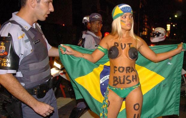 Janaína Bueno, a Peladona do Bush, seguiu o ex-presidente americano para ter o seu  minuto de fama (Foto: Reprodução/Instagram)