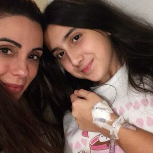 Cris e a filha Valentina (Foto: Reprodução Facebook)