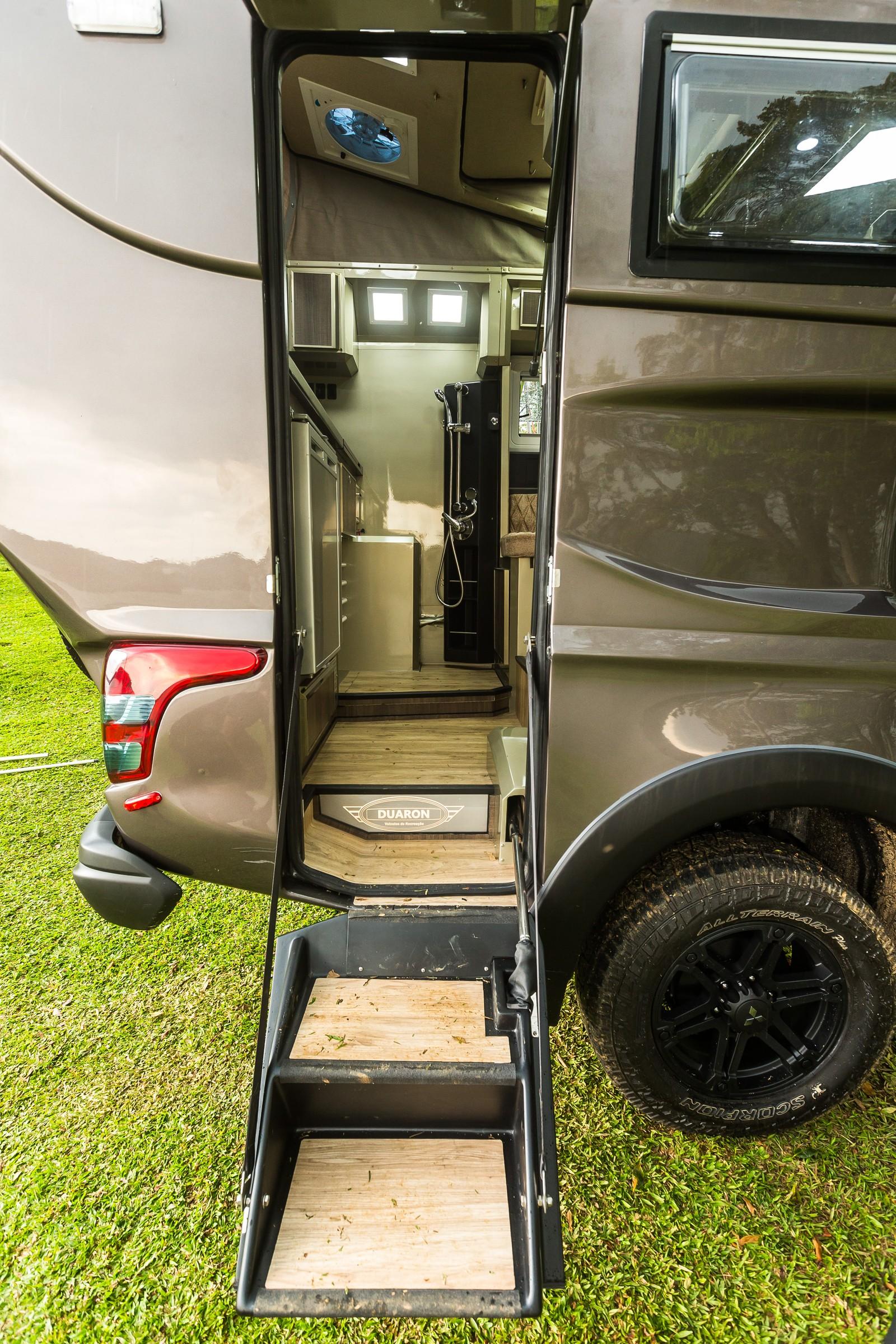 Mitsubishi L200 ganha adaptação e vira 'casa sobre rodas' no Salão do Automóvel Tritonduaron-tompapp-3557