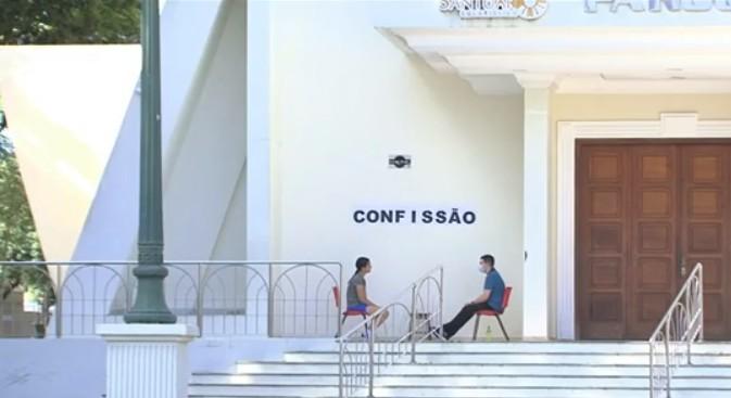 Coronavírus: Igreja Matriz de Cianorte monta confessionário ao ar livre para atender fiéis