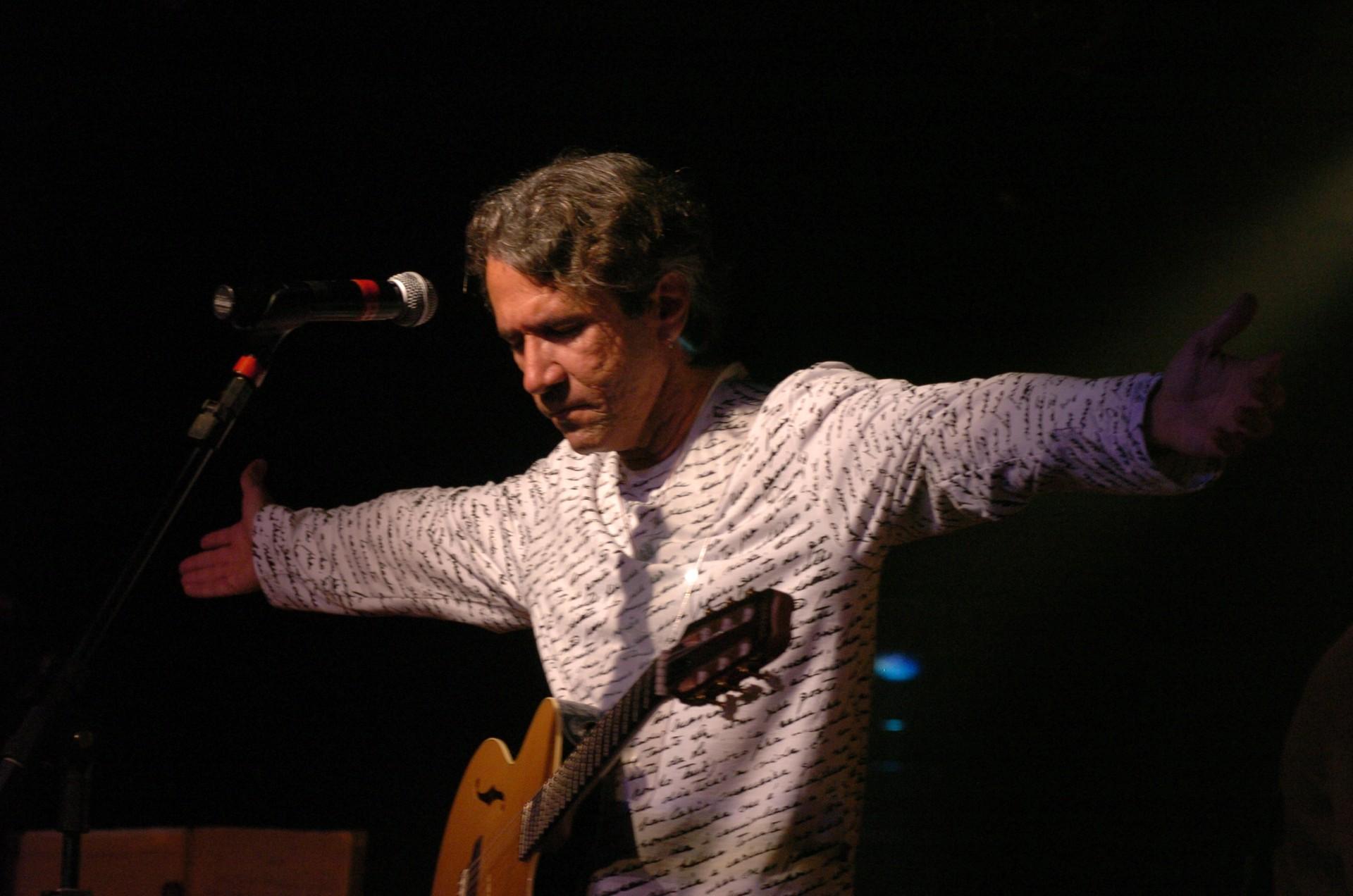 Lula Ribeiro faz live de aniversário com vários convidados